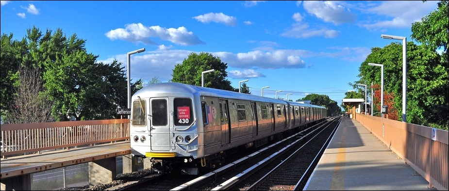 SIRT R-44 train led by car 430 at Jefferson Avenue. Photo by: Zach ...