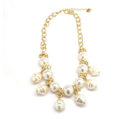 Pearl bib necklace1