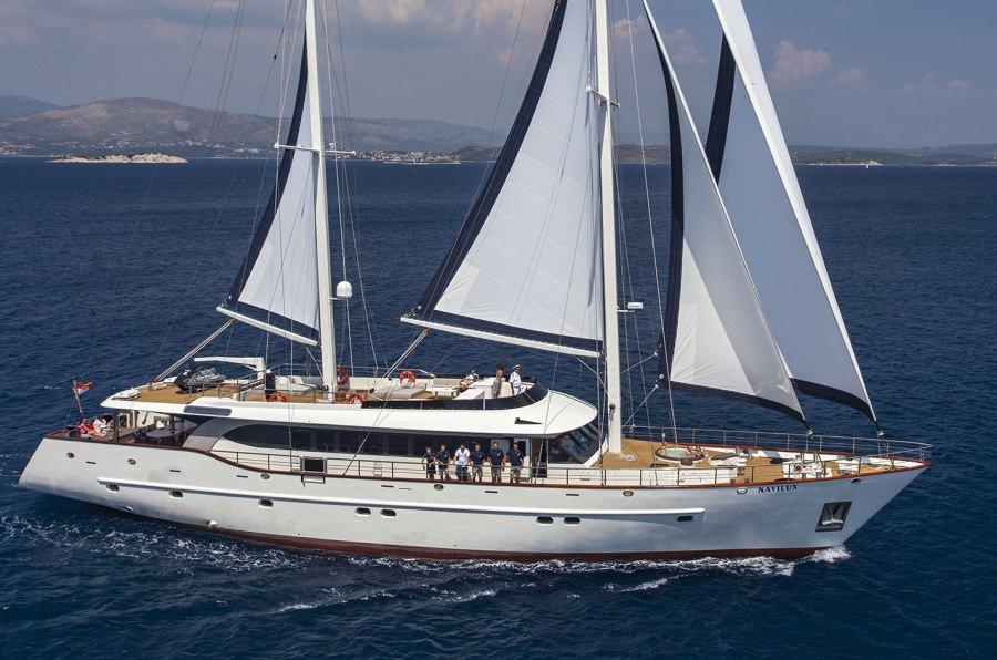 Motors Yacht 'Motors', 12 PAX, 8 Crew, 122.34 Ft, 37.30 Meters, Built 2011, , Refit Year