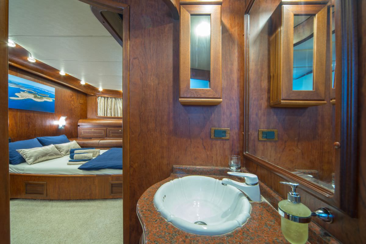 Motors Yacht 'Motors', 10 PAX,  Crew, 98.40 Ft, 30.00 Meters, Built 1997, , Refit Year 2014