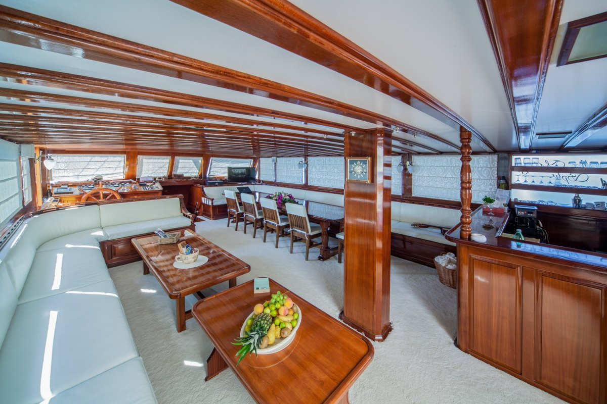 Motors Yacht 'Motors', 16 PAX,  Crew, 124.00 Ft, 38.00 Meters, Built 2004, ., Refit Year 2015