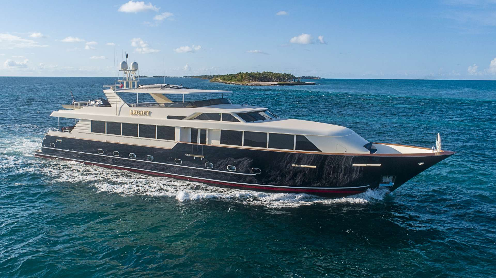 Power Yacht 'Power', 8 PAX, 5 Crew, 118.00 Ft, 35.00 Meters, Built 2000, Broward, Refit Year 2019