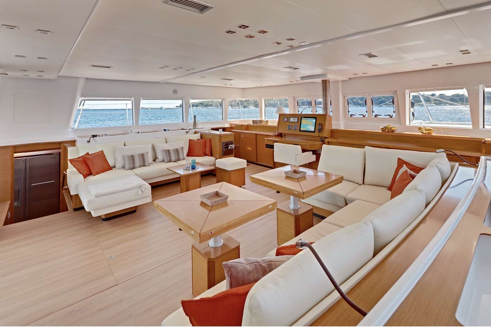 Cat Yacht 'Cat', 8 PAX, 3 Crew, 62.00 Ft, 18.00 Meters, Built 2013, Lagoon, Refit Year