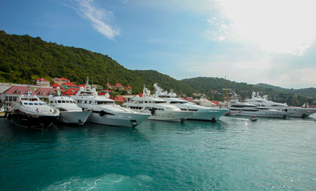 yachts chartering in Leeward Islands