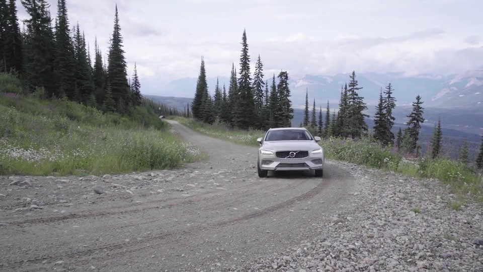 volvo suv in rocky mountains