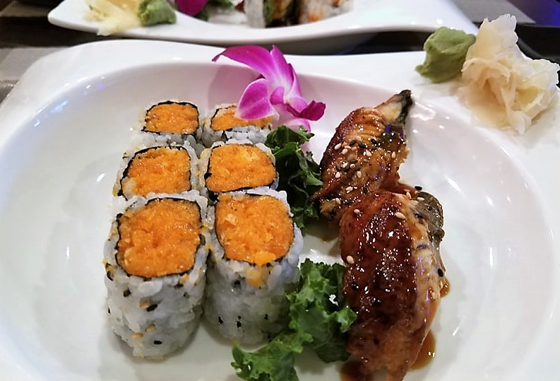 spicy salmon crunch roll