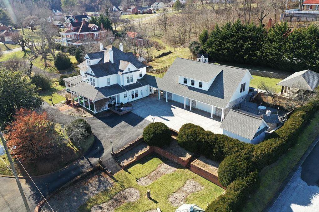 inn, overhead view