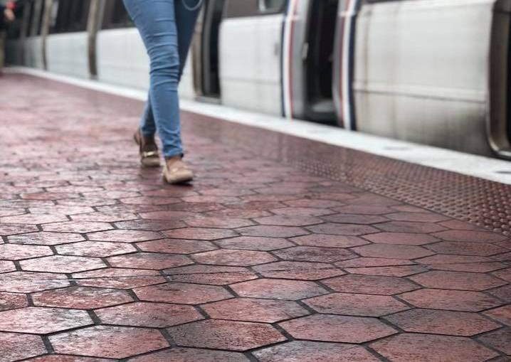 Metro, platform