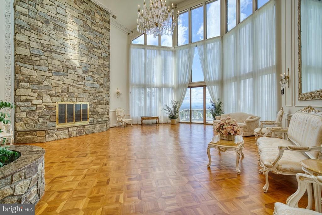 salon, living room