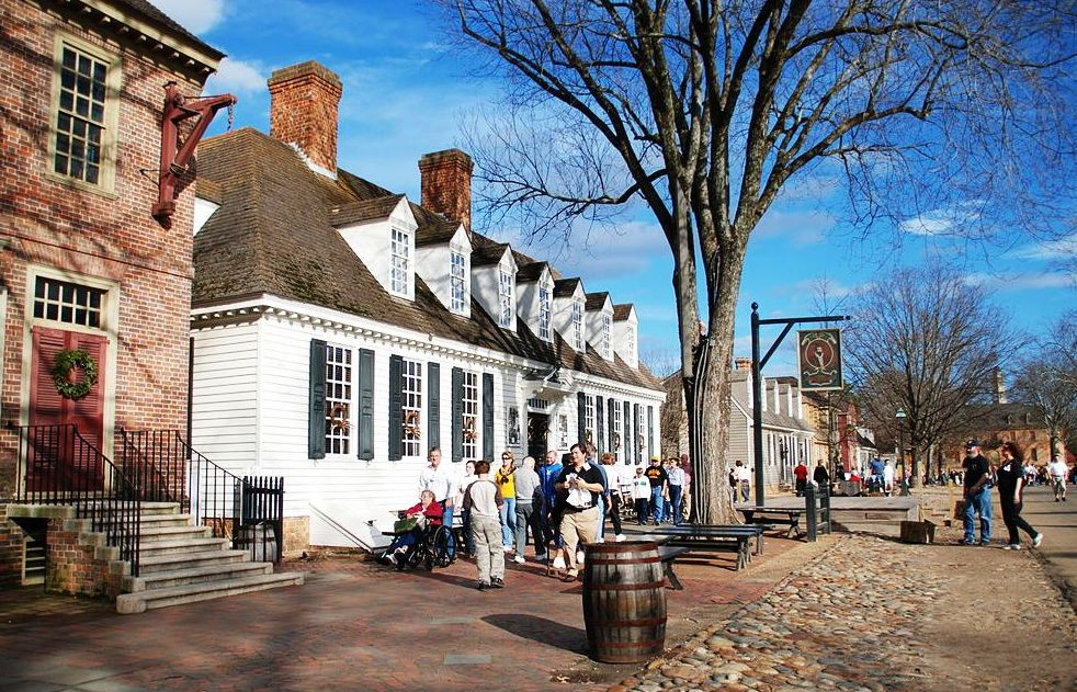 Walking Tour of Holiday Colonial Williamsburg Virginia