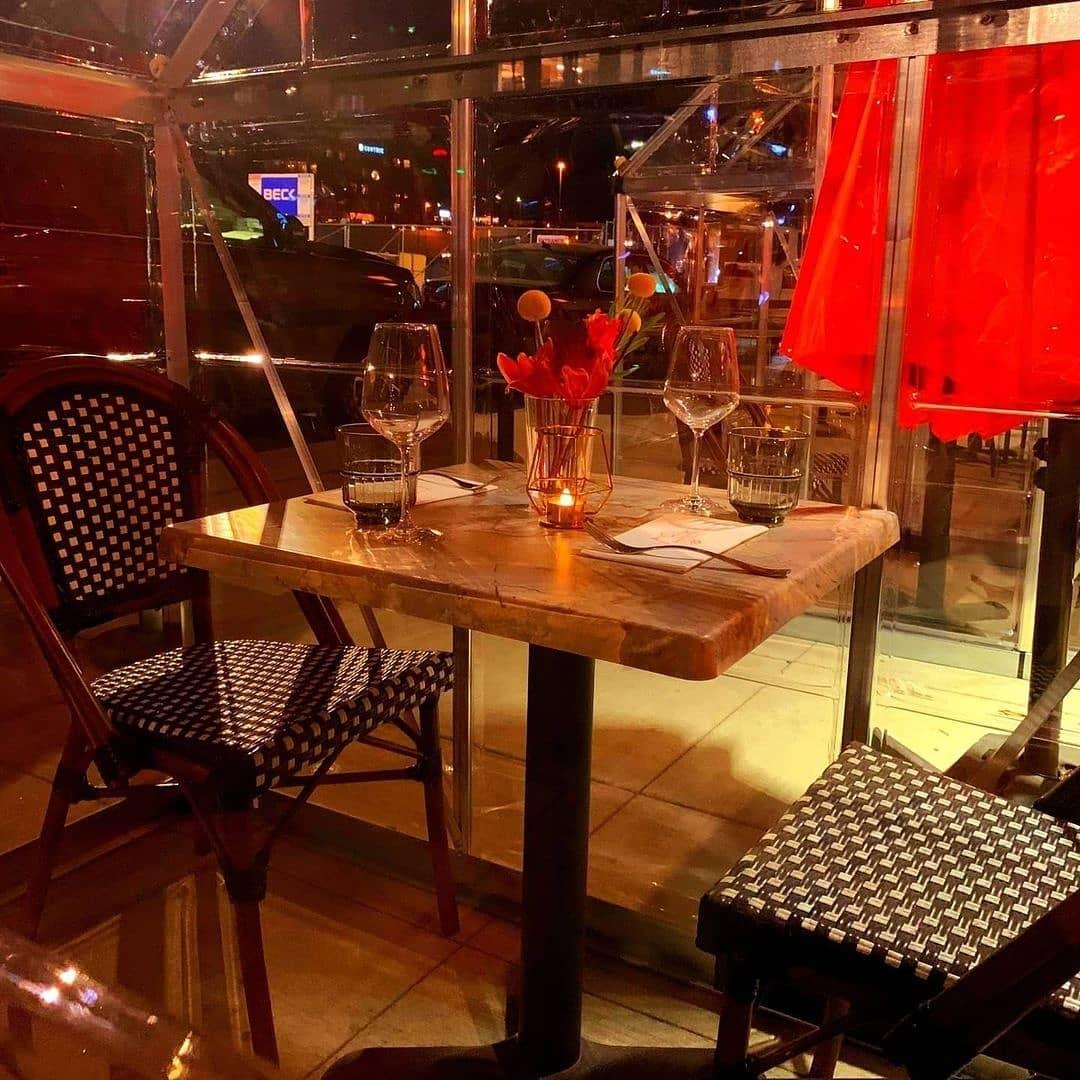 outdoor dining daughter thai