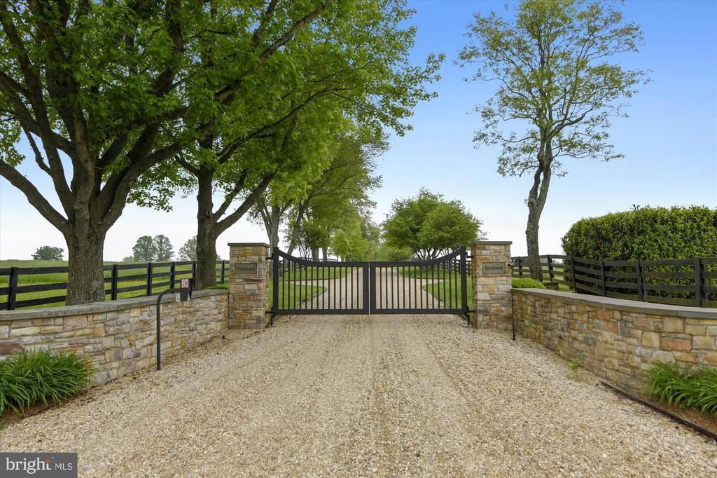 gate, driveway