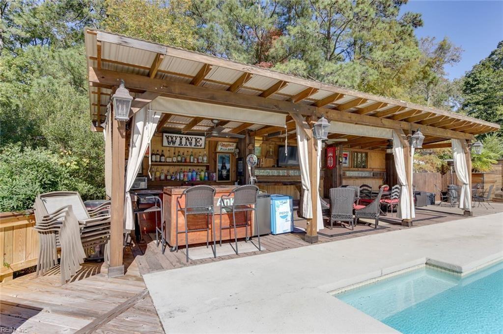 pool, bar