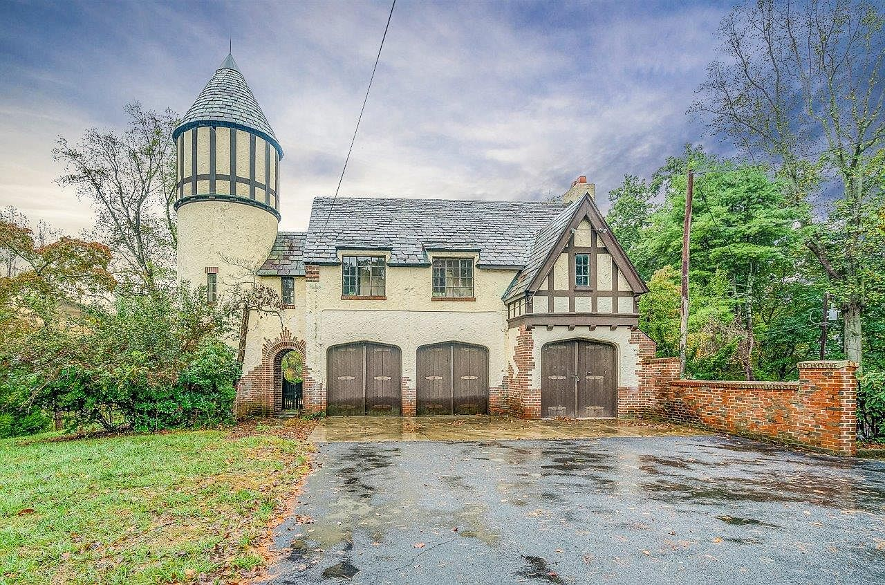 carriage house, garage