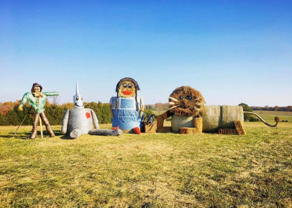 hay bale sculptures, Wizard of Oz