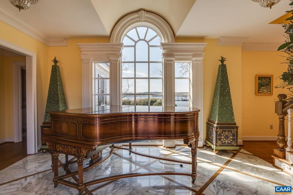 piano, foyer