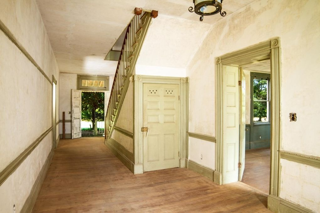 entry, foyer