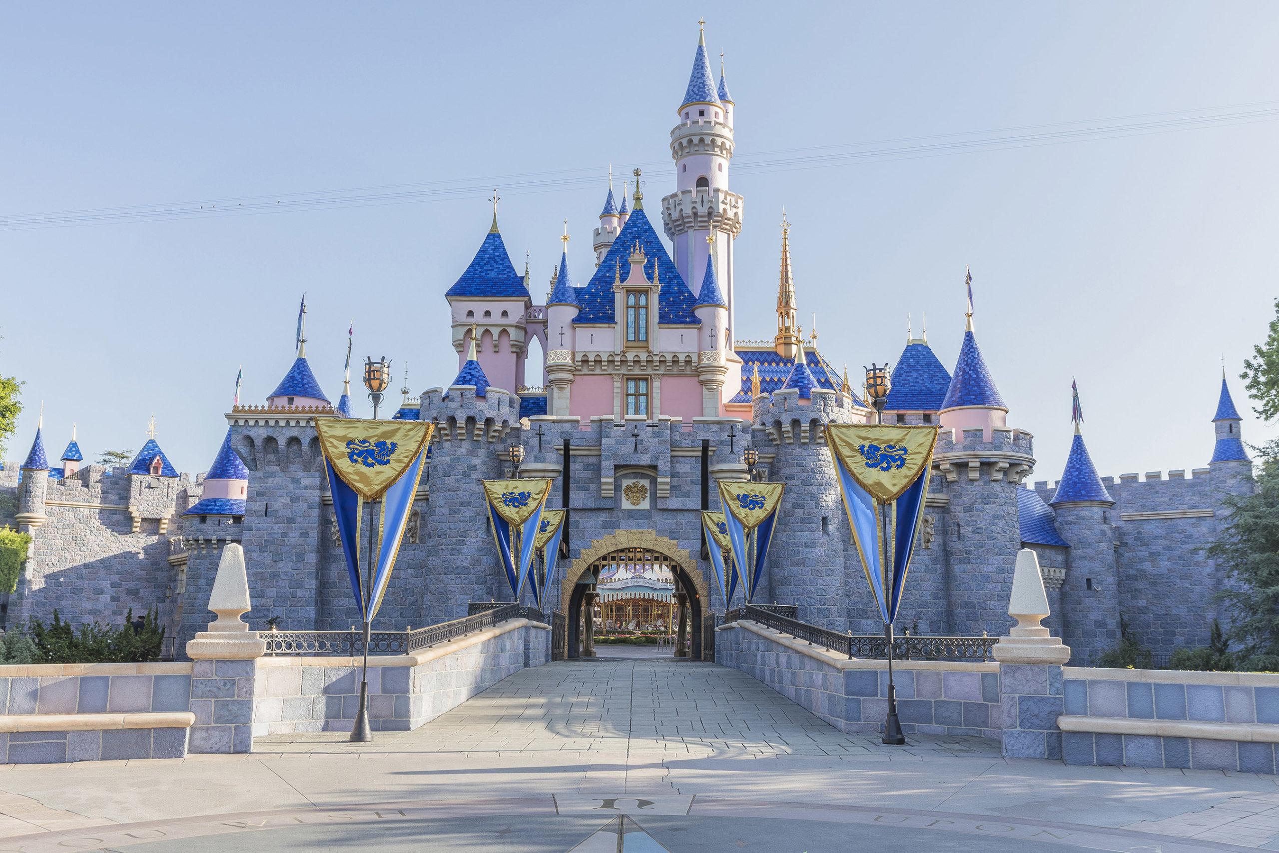 disneyland, theme parks 2021