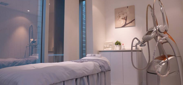 Amrita Beauty Centre in Causeway Bay, in a modern and neat environment, offers traditional facial treatments, massages, laser rejuvenating treatments, detox and body shaping.
