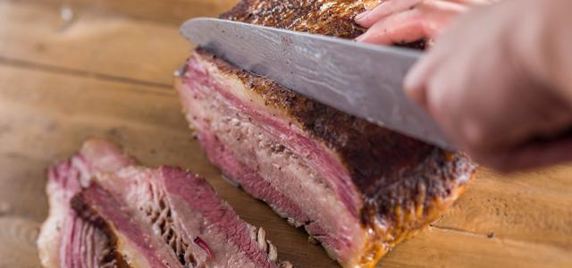 CRFT-PIT是香港首間燻肉店,他們精於德州風味BBQ及製作鮮嫩的燻肉。採用傳統美式烹調手法,配合慢煮及原木煙燻,每一款都是精心菜式,招牌菜有法式燒春雞(French Spring Chicken)、 火雞肉片(Pre-Sliced Turkey Breast and Thigh)和牛仔骨(Beef Short Rib)。零售店提供全熟、急凍和只需簡單烹調的材料給客人選購,令客人可以在家享受BBQ的樂趣。
