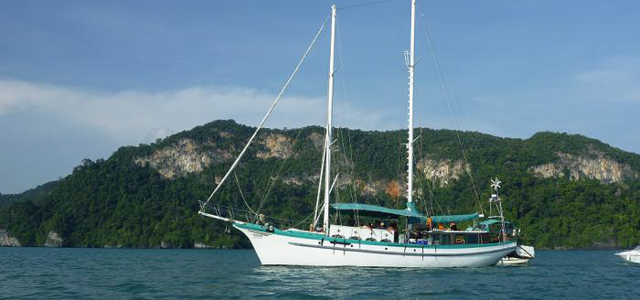 Crystal Yacht Holiday is Langkawi's sailing and ocean tours specialists since 1989 offering the best ocean/sunset view dining experience. Holiday memories at its best.