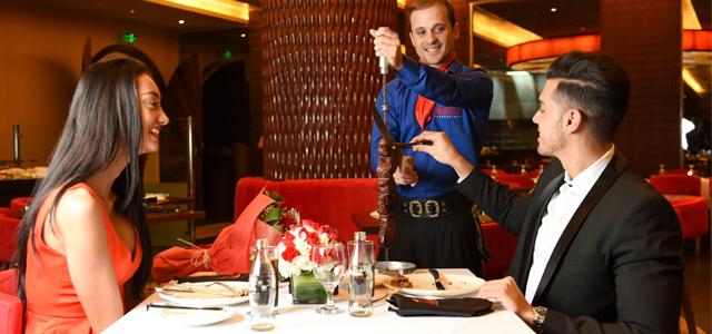 مطعم يو تيرن داينر يقدم المأكولات الأمريكية الأصيلة وأفتتح في أبو ظبي ليقدم تجربة تأتي بالطعام الشهي والمحيط الجيد لجميع الزوار. هو مكان نفاعلي حيث يمكن لأفراد العائلة الاستمتاع بالأوقات الجيدة مع أحبائهم، ومكان لهروب رجال الأعمال لتناول غداء سريع أو الإجتماع مع الأصدقاء. قائمتهم المتنوعة ستداعب حواسك كل مرة لتجرية شئ جديد. أوقات العمل: 8:00ص - 12:00ص