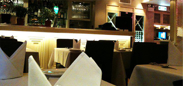 Ganga's Fine Indian Cuisine 餐廳於 1988 年開業,是一家米芝蓮推介餐廳,供應形形色色的印度傳統美食。 使用最優質的食材加上完美無瑕的烹調技巧,大量餐酒以及友善服務,Ganga's 向顧客提供卓越的用餐體驗。 主廚 Suresh Babu 在 Ganga's 工作了 20 年,一直堅持創造正宗的皇家印度菜系列,將他數十年的研究和經驗變成一道道美食。
