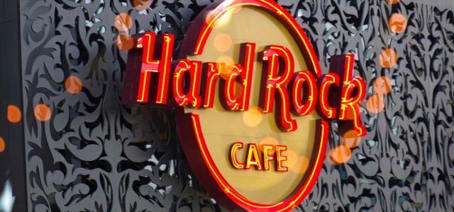 Entertainer Dubai Hard Rock Cafe