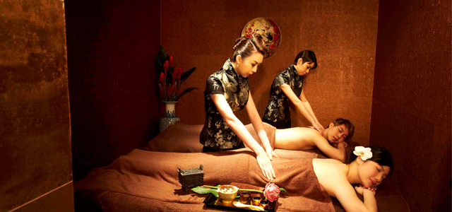 Huang Ah Ma is a hotel spa within Porcelain Hotel. Decorated in an Oriental setting within the heart of city, the hotel spa offers a relaxing haven of TCM inspired therapies catered to the needs of tourists and locals alike.