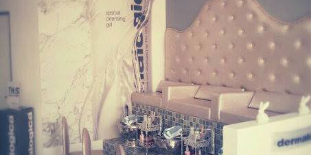 Scarla May Nail & Body is a champagne nail and body bar owned by Scarla May Campbell.