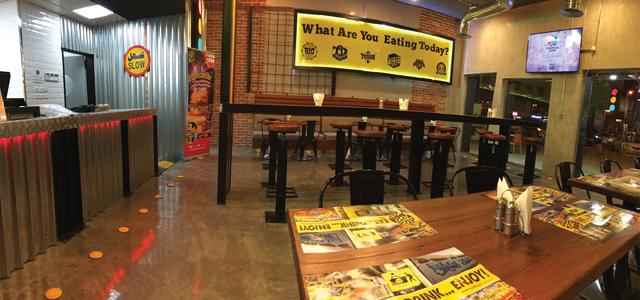 مطعم تاكسي مطعم رائع وصغير. جرب طبق كاري الدجاج وستجده شهياً بالتأكيد! من بين كل المطاعم الصينية في المملكة العربية السعودية، نقدم أفضل كاري يمكنه تناوله. تُحضر المأكولات سريعاً وستحصل على أفضل تجربة للطعام.