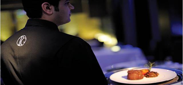 وفقاً لتقاليد مطاعم الستيك الأميركية العظيمة، يقدم تيريس جريل أرقى أنواع الستيك البقري وشرائح اللحم الشهية إلى جانب المأكولات البحرية اللذيذة. دع فريقنا يعدّ لك الأجواء لاحتفال طهوي لا يُنسى حيث ستعرف ما هو المعنى الحقيقي