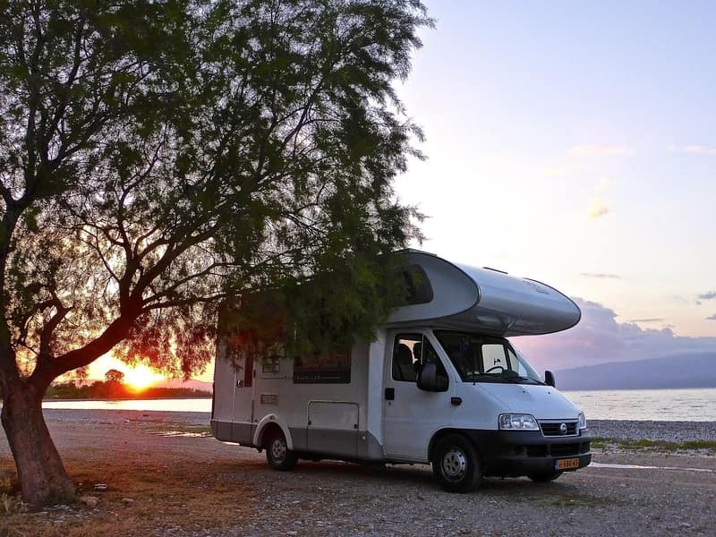 Pros and Cons of Fifth Wheel vs Motorhome
