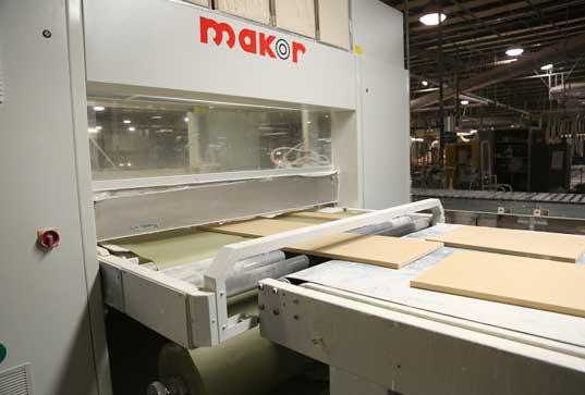 raw door entering machine for base coat