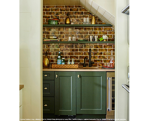 Butlers Pantry - Winslow Maple CDF with ColorInspire Vogue Green Cabinets