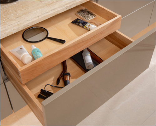 MASTER BATH<br> This cutlery divider is a dream in the bathroom. It takes organizing hair care products to a new level.