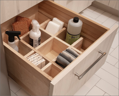 MASTER BATH<br> This slider shelf separator kit is excellent for sorting bathroom essentials in an orderly fashion.