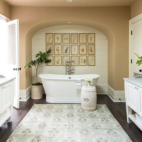 MASTER BATH - HENLOW SQUARE, MAPLE, GLACIER