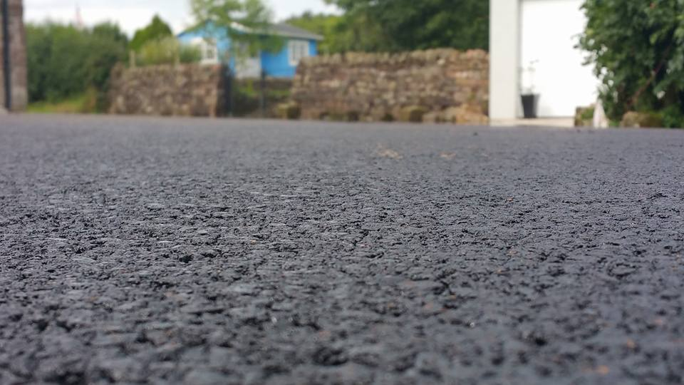 How the asphalt gets to our roads