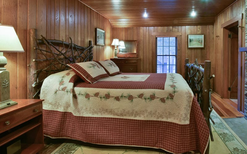 Fin n Feather Lodge Bedroom