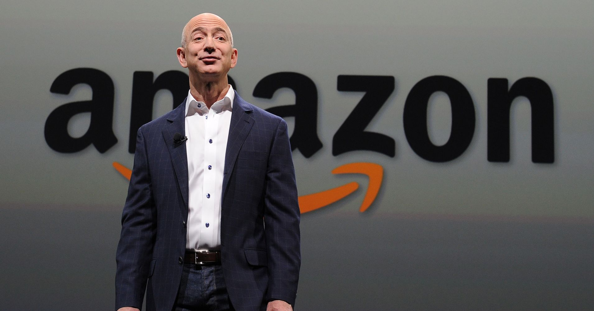 Jeff Bezos, CEO Amazon (gambar dari: https://www.adirondackdailyenterprise.com/news/local-news/2019/02/amazon-dumps-nyc-headquarters-and-its-promised-25000-jobs/)