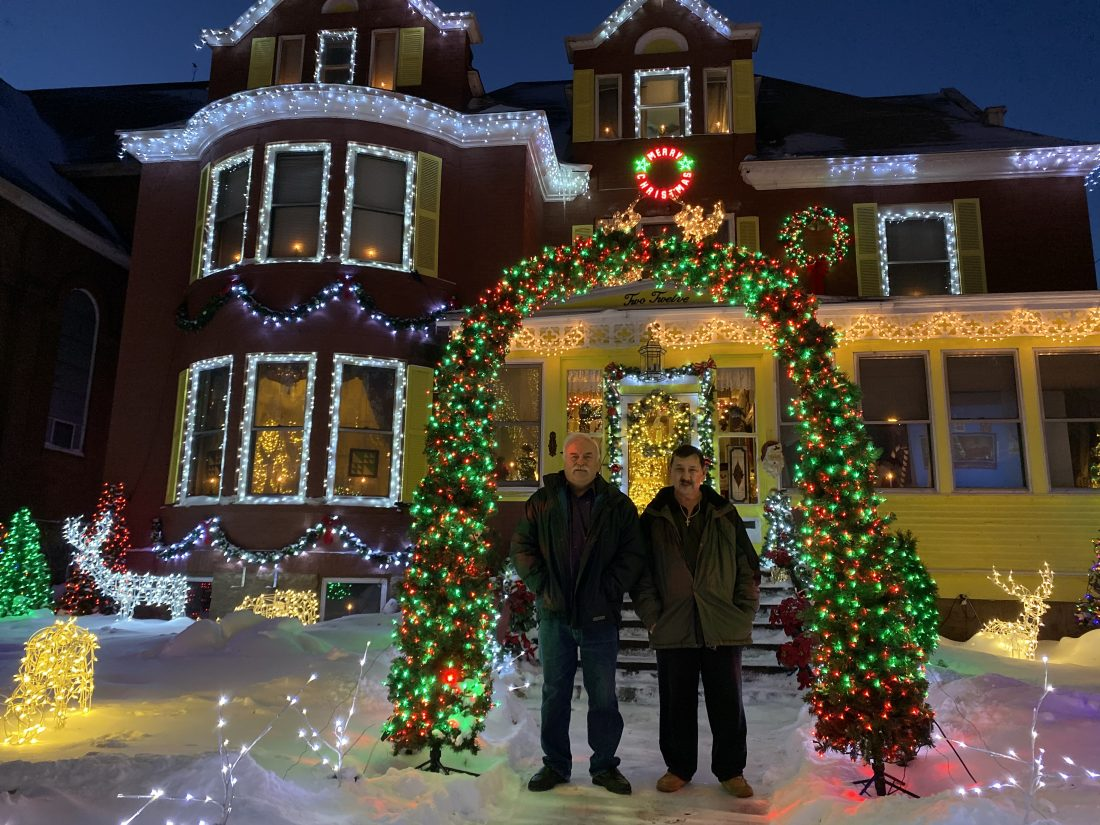 Season S Sparkles Residents Decorate For Holidays News