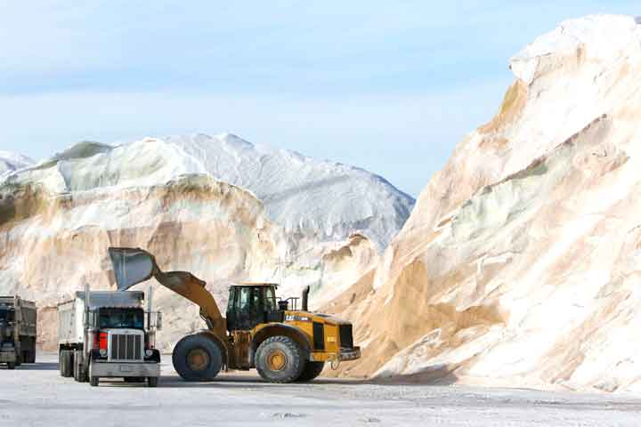 Salt, the solution to winter's dangers, threatens US waters