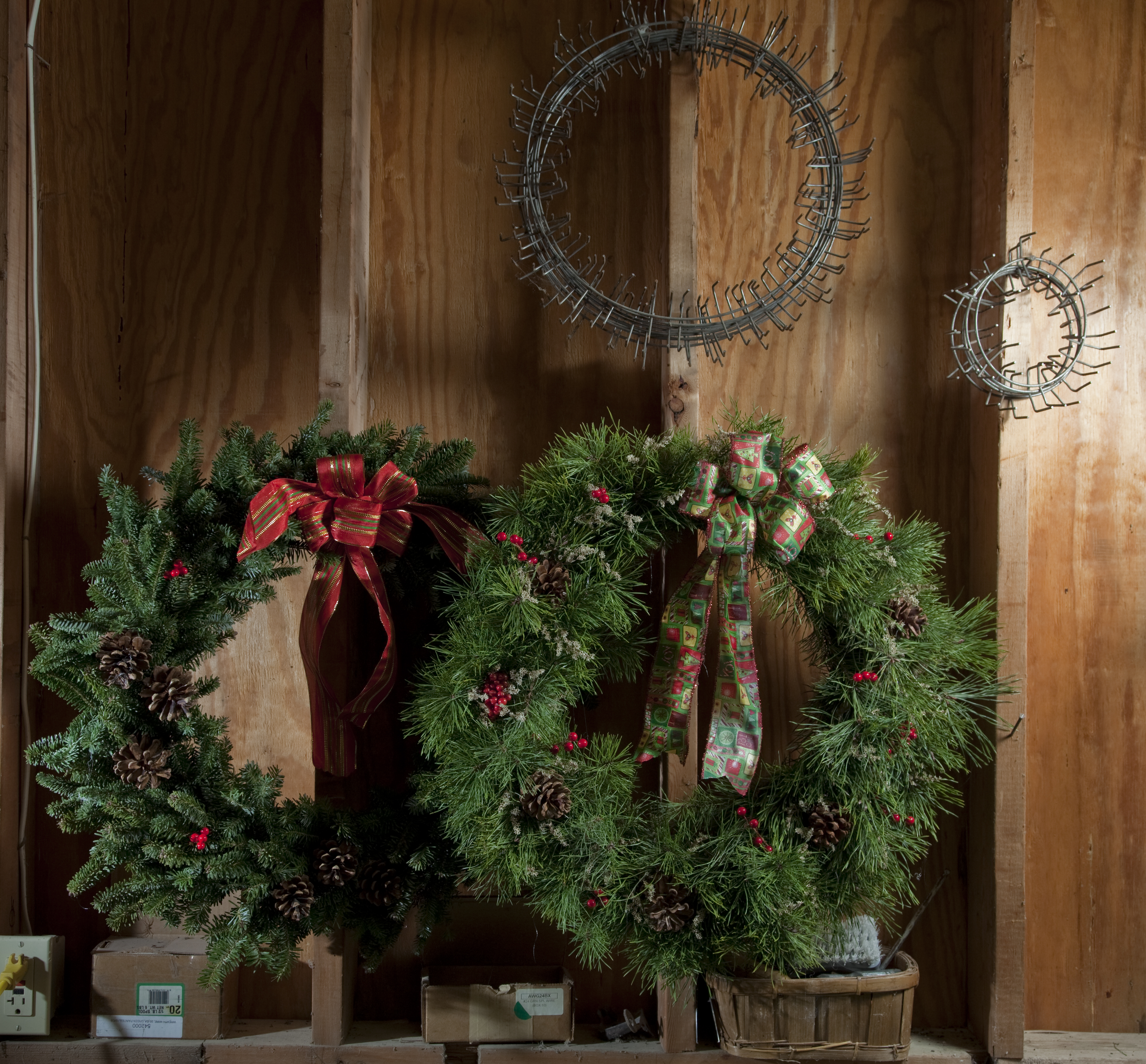 Green Scene Wreaths And Swags Turn Home Into Holiday