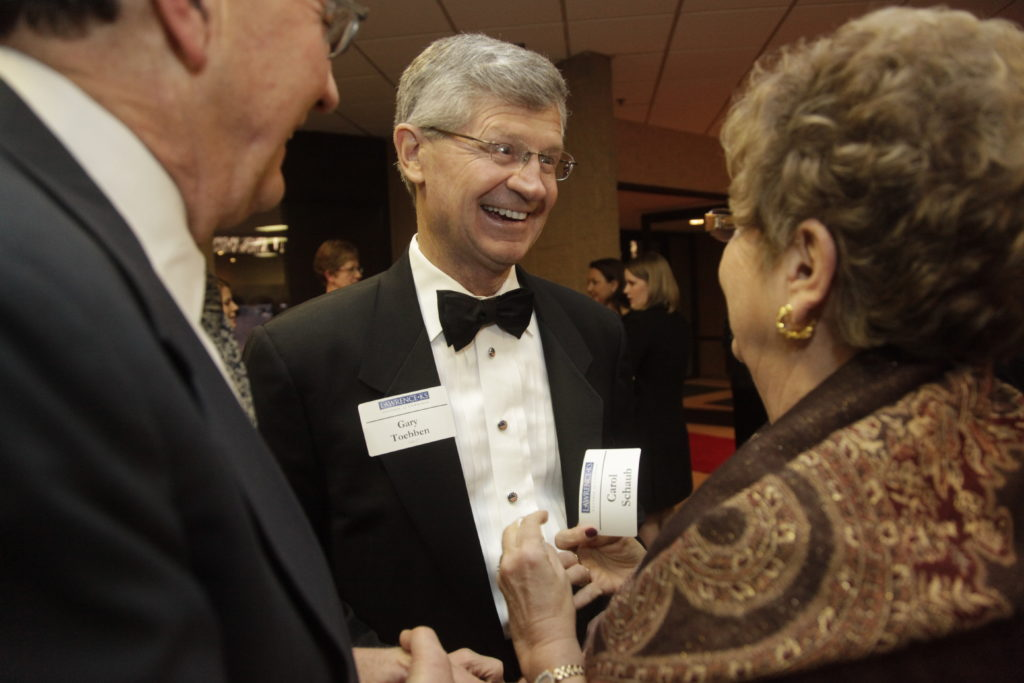 Former Lawrence Chamber of Commerce executive gets ovation | News