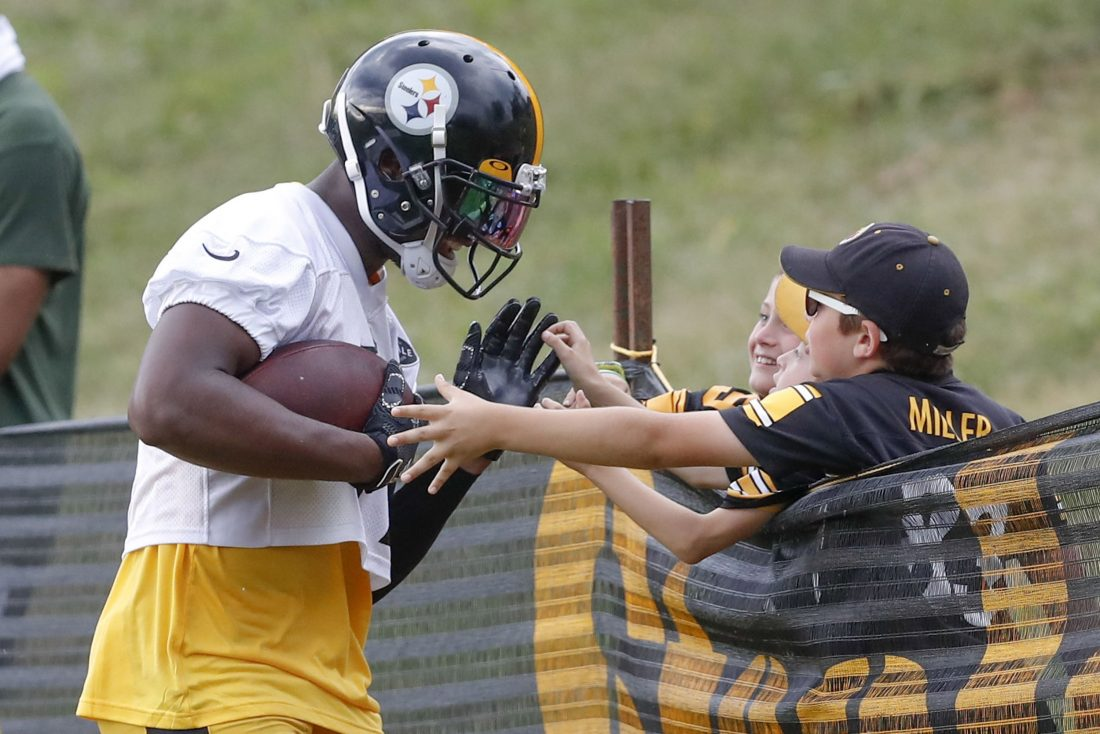 save off 1b078 ef650 Smith-Schuster now a youthful leader of Steelers' receivers ...