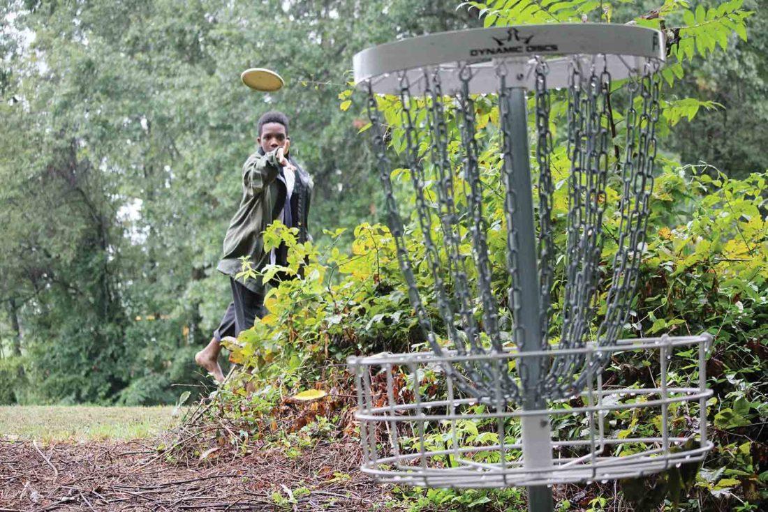 Disc Golf Course Opens At Gold Star Park News Sports Jobs Marietta Times