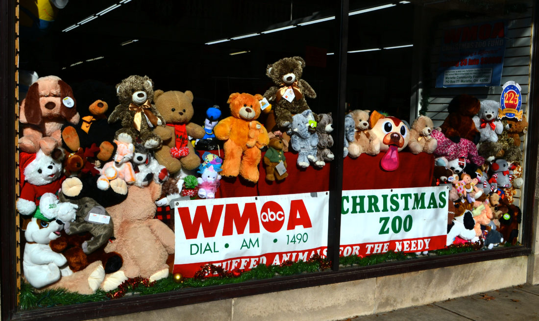 Christmas Zoo Spreads Toys Cheer News Sports Jobs Marietta Times