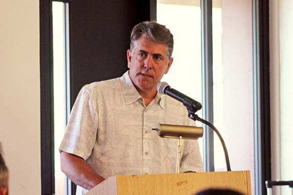 Ed Divita, partner with Discovery Land Co., gives a presentation to commissioners on the Makena Resort's modified plan, which cut the total units from 158 to 134. The Maui News / COLLEEN UECHI photo