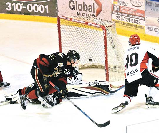 Vanuden remains among cats in joining Lions hockey | News